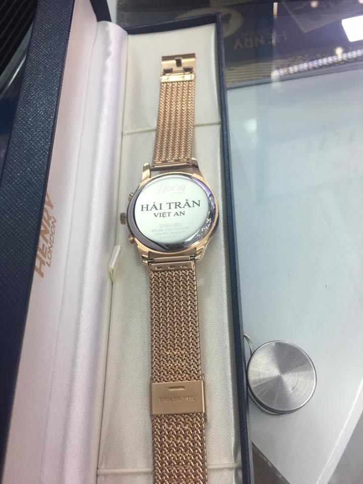 Khắc hình đồng hồ Henry London