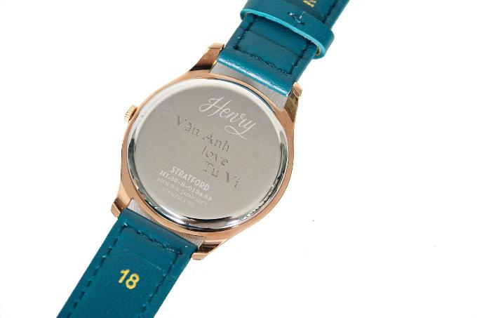 Văn Anh tặng đồng hồ cho Tú Vi