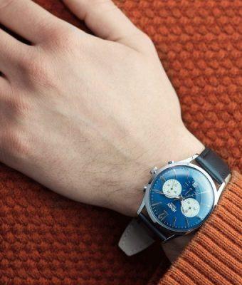 Đeo đồng hồ màu gì