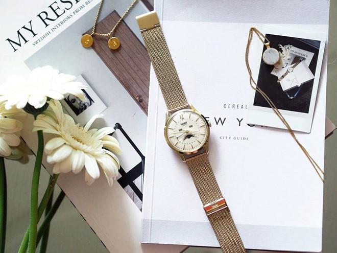 Dòng đồng hồ Westminster bằng vàng dành cho nữ sở hữu thiết kế đơn giản nhưng không kém phần sang trọng, giúp tôn lên vẻ dịu dàng, thanh lịch cho các quý cô.