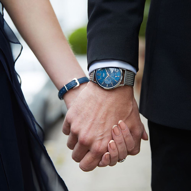 Đồng hồ không đơn giản là làm đẹp mà còn miêu tả tính cách, triết lý của người dùng. Mẫu Knightsbridge sẽ thay bạn làm điều đó với phong cách doanh nhân, sang trọng.