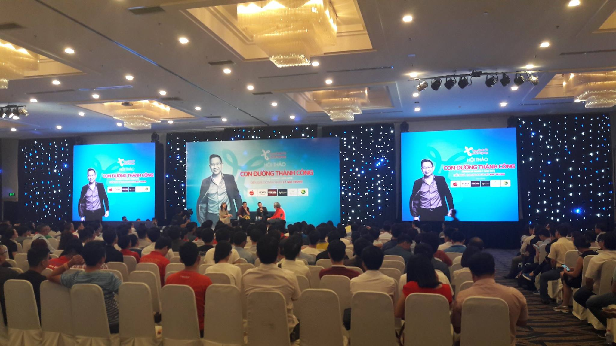 Doanh nhân Lý Quí Trung trả lời câu hỏi của khách mời